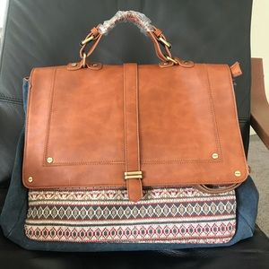 Nila Anthony Messenger bag